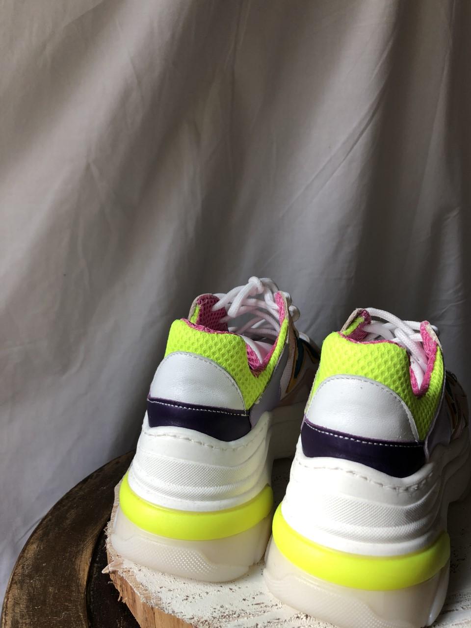 Sneakers particolare - dietro
