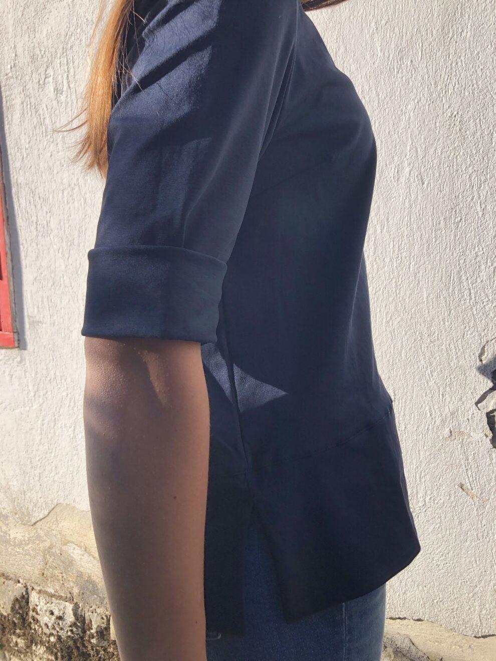 Blusa blu navy NAM - particolare manica
