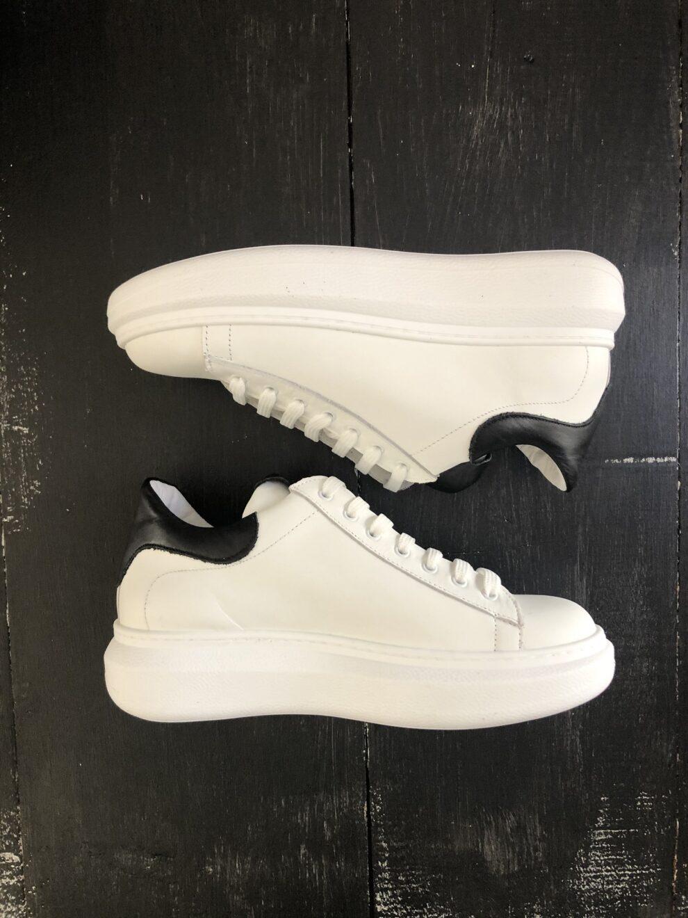 Sneakers Ovyè bianche particolare- lato