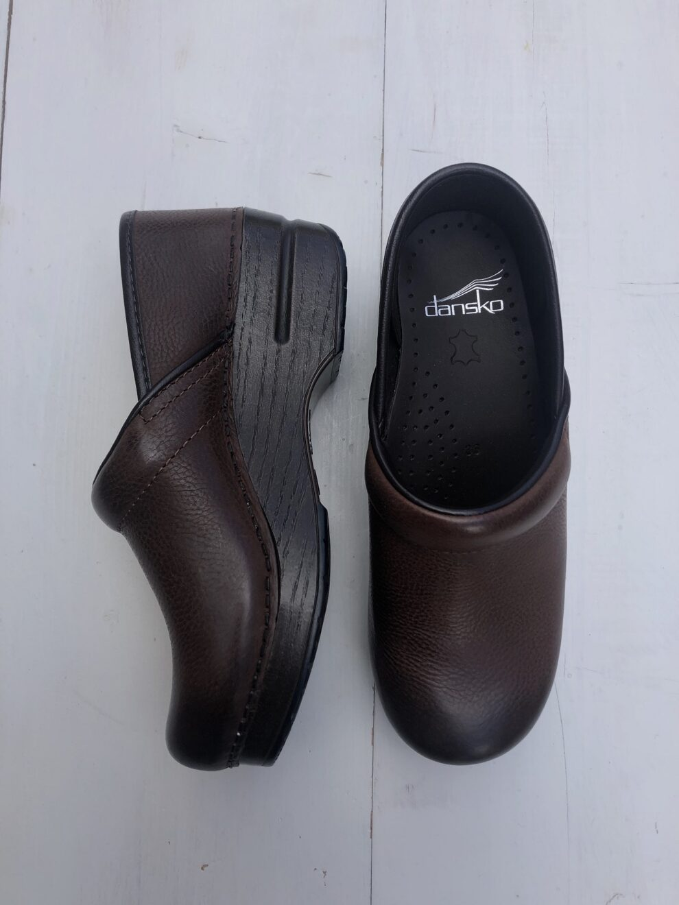 Dansko Professional Burnished Nubuck particolare - laterale